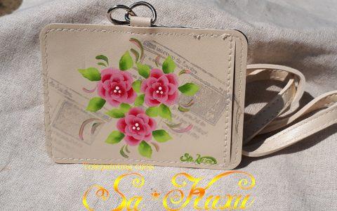 ピンクの花のカードホルダー(アイボリー)minneに出品しました