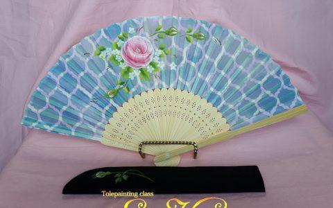 ピンク薔薇の布扇子(青モロッカンタイル柄)・ケース付minneに出品しました