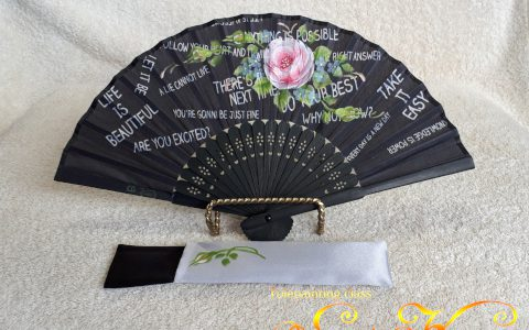 ピンク薔薇の布扇子ミニ(黒/英文字)ケース付minneに出品しています