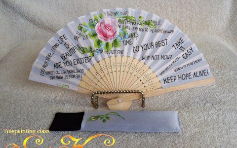 ピンク薔薇の布扇子ミニ(白/英文字)ケース付minneに出品しました