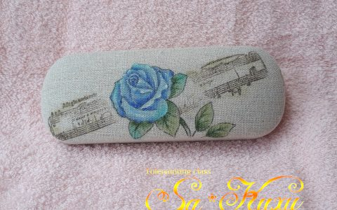 青薔薇のメガネケース(リネン風布貼)minneに出品しています