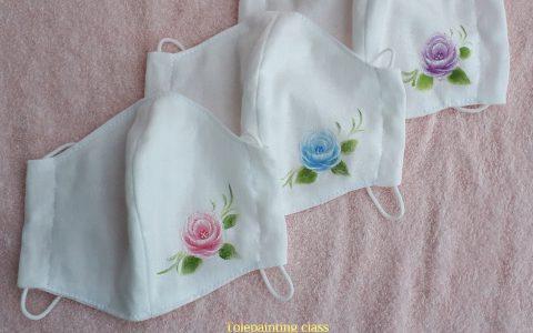 大人用立体布マスク白、薔薇3種、出品しています