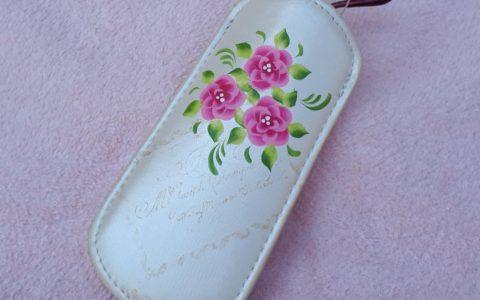 ピンクの花のメガネケース・アイボリーminneに出品しました