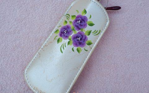 紫の花のメガネケース・アイボリーminneに出品しました